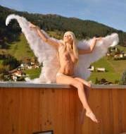 Mia Magma ein Engel auf dem Penthouse Cover
