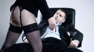 der Chef, der die Sekretärin vernascht