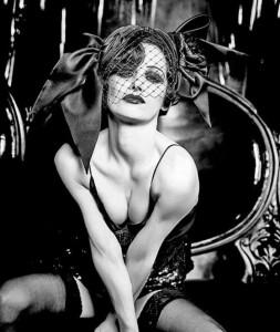 Josefine Preuss - sexy im Schwarz-weiss